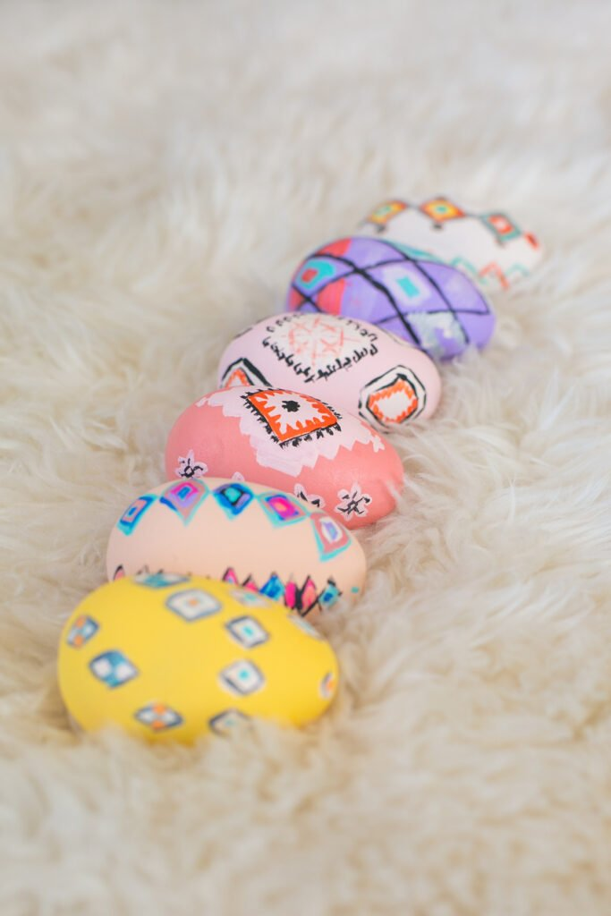 Unique East egg decorating ideas. Moroccan rug inspired egg DIY