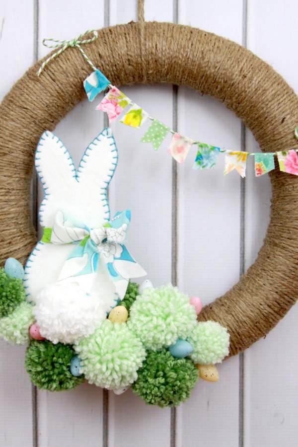 Bunny and pom pom wreath. DIY Easter decorations to make or sew.