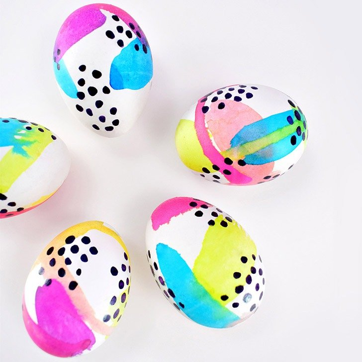Fun and colourful abstract Easter egg decorating. 35 Easter egg ideas