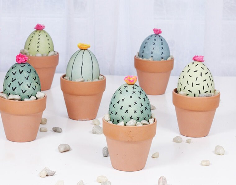 Adorable cactus plant pot Easter eggs. Easy Easter decorating ideas