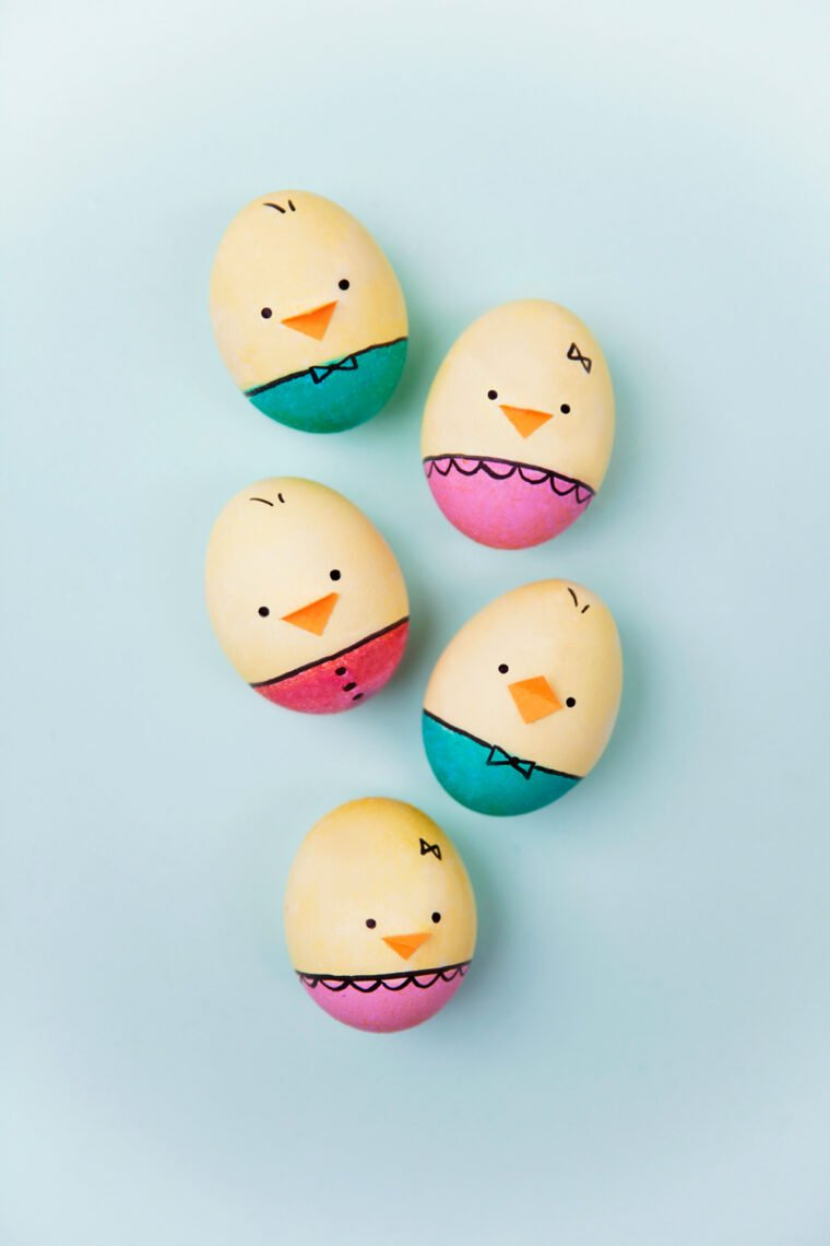 Adorable baby chick Easter egg DIY