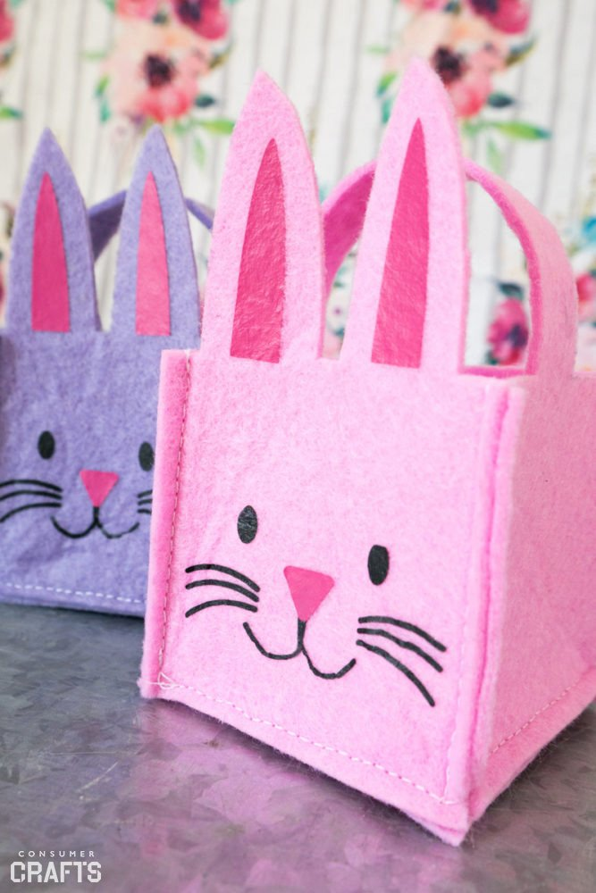 Tiny felt baskets. Easy bunny crafts to make for Easter.
