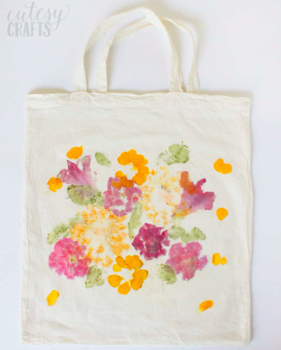 Fun DIY gift for mom for kids to make. Flower printed tote bag