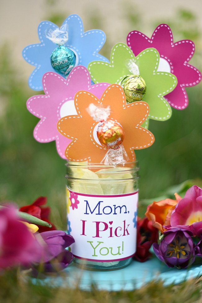 I pick you candy bouquet. Chocolate flower bouquet for Mother's Day. Easy gifts for mom.