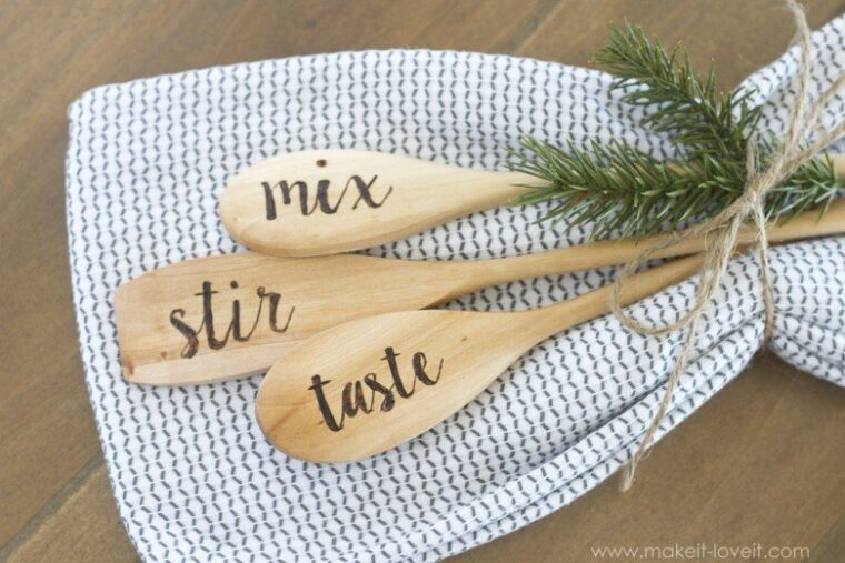 How to engrave wooden spoons with custom words. Great hostess gifts or for Mother's Day.