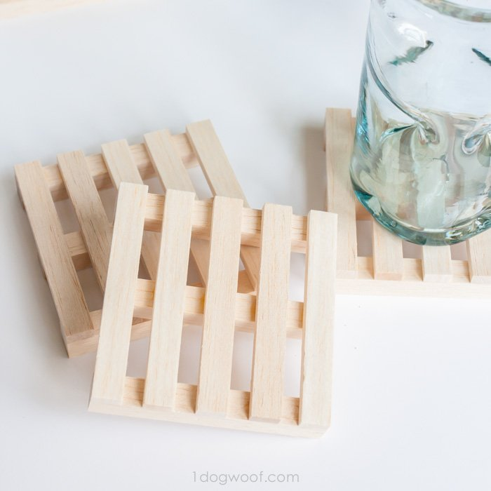 Fun mini pallet coasters to make for dad this Father's Day.