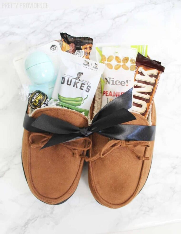 Slippers gift idea for Father's Day. Fill the slippers with all of dad's favourite treats!