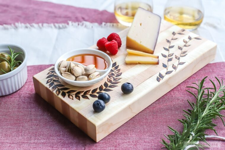 Wood burned cutting board. DIY gift ideas for Father's Day