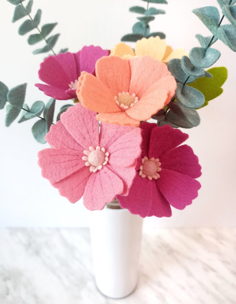 How to make DIY felt cosmos flowers with an easy tutorial and free pattern download