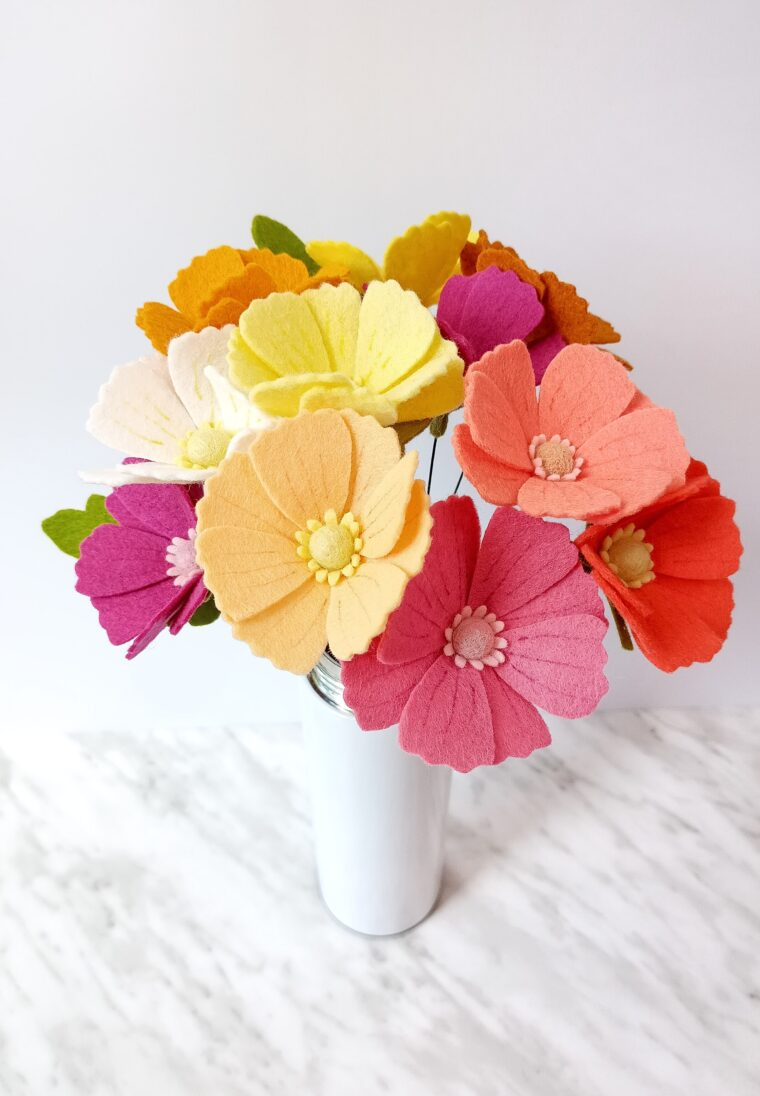 How to make easy no sew felt flowers. Pretty DIY felt cosmos flowers with free pattern download.