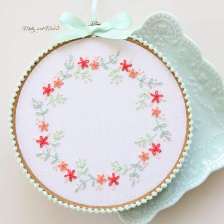 Pretty floral wreath DIY embroidery pattern
